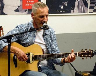 Live muziek met singer songwriter Timber bij La Bodega '87
